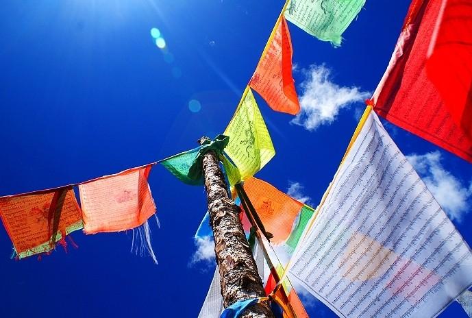 唐蕃古道保存了比较完整的藏族文化,从一路经幡就可以明显的感受到.