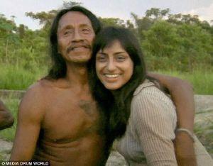 人公萨拉·贝格姆,在亚马逊丛林与华欧拉尼族的一支部落共度高清图片