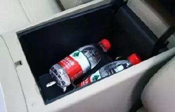 汽车后备箱储水,暴晒后的水会致癌?