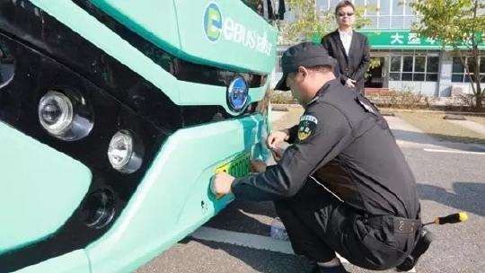 你觉得新能源车绿色车牌很丑?但其实是网友选出来的!