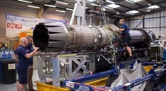 装的飞机喷气式发动机