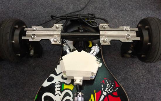 图中滑板,两侧为轮毂电机,中间为可diy支架高清图片