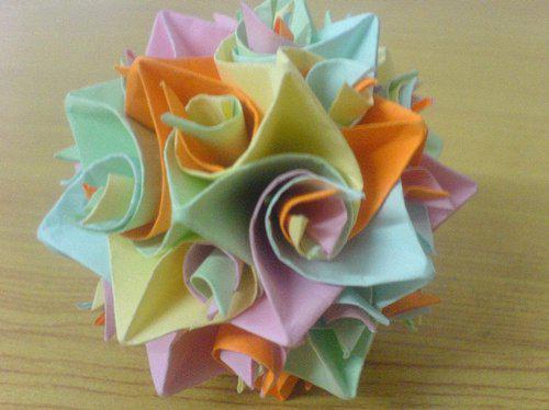 看起来要比普通的多面体折纸具有更高的观赏性,可以用来制作风铃或者