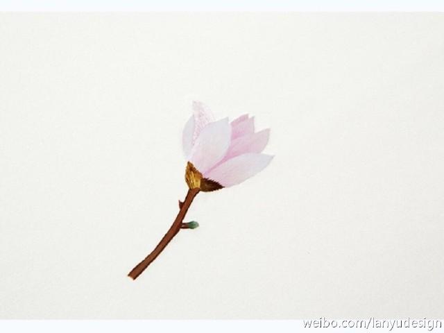 花的手绘图样印刷在十厘米见方的宣纸上,上部粘接于底纸,可以轻轻掀开