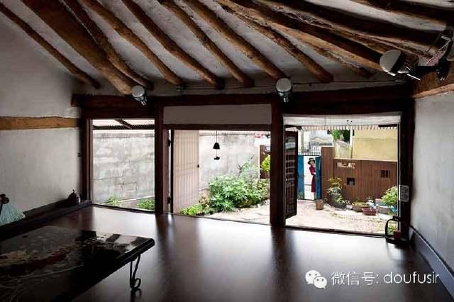 建筑師盡量保留了老房子的歷史痕跡