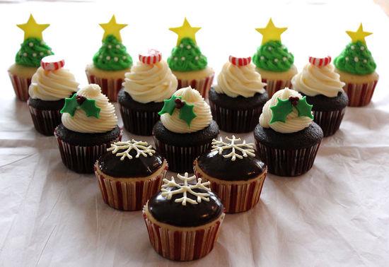 20个可爱的圣诞节纸杯蛋糕创意设计