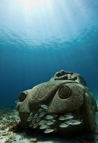 雕塑装置所在的墨西哥国家海洋公园每年接待近750000名游客,这给周边