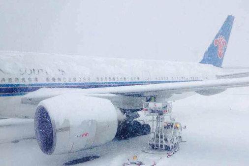 51 受7日晚间至8日上午持续强降雪影响,乌鲁木齐地窝堡国际机场航班