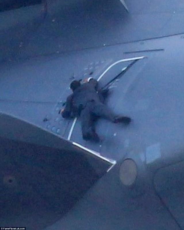 1500米高空扒飞机 拍《碟中谍5》不用替身
