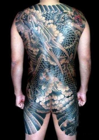 社会小伙后背关公纹身扣扣头像