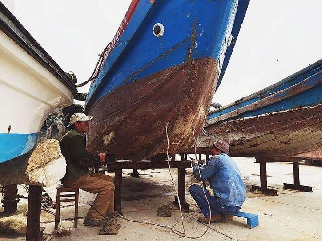 早春探访︱留守东极岛上的修船工