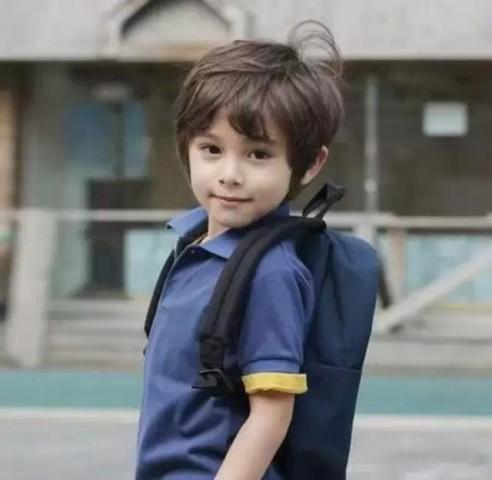 最近在韩国爆红的小男孩丹尼斯凯恩,引起了很大的讨论,今天小编就再