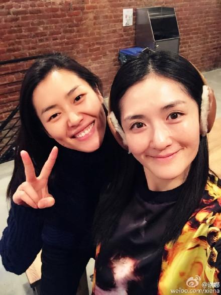 除了晒出与刘雯的合照,谢娜更是搞笑为照片配文称:「我说我们要拍一