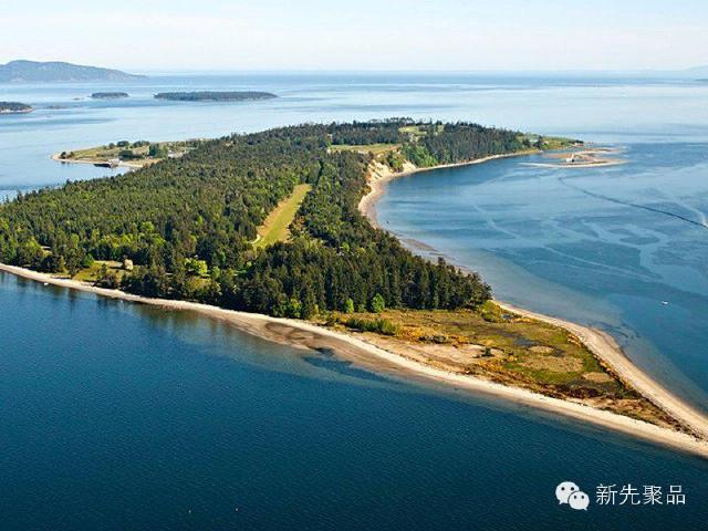 海岛面积一共4700多亩,岛上有树林,私人码头和18洞高尔夫球场.
