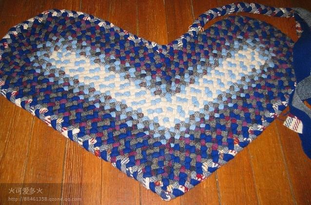 以旧创新--用旧衣服手工编织的地垫