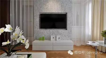 素淡的花色墙纸加上白色的木框