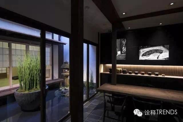 店内装修非常有日本古典韵味,将茶屋两层结构的建筑形式和传统摆设