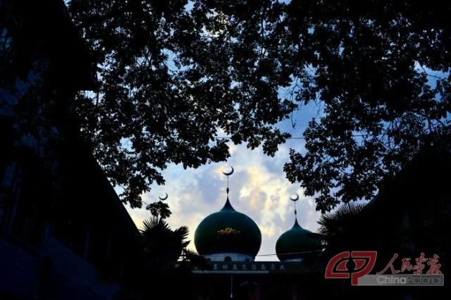 """月""""、""""禁月"""",为伊斯兰教历九月,是真主安拉将《古兰经》下降给图片"""