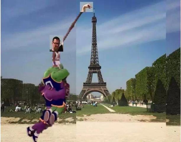 一网友和埃菲尔铁塔合照后