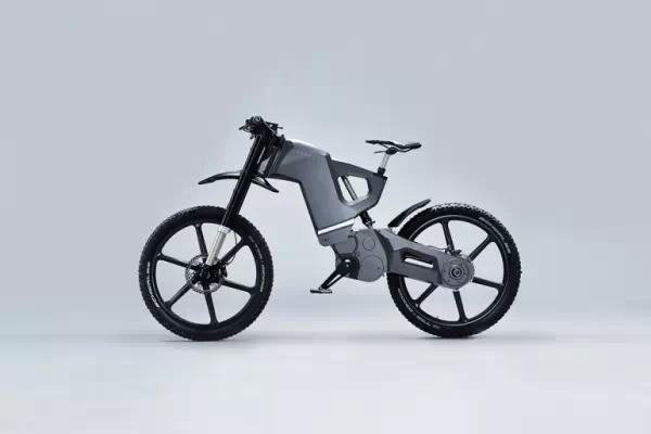 在低速骑行状态下,自行车的动力来源是骑行车的脚踏动力和电动发动机