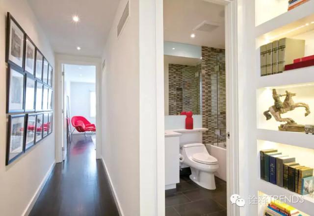 主卧浴室内设有一间淋浴房,里面的墙壁上铺设着天然的鹅卵石.