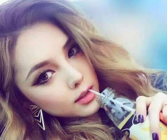韩国的彩妆女神pony同样挚爱眼尾上扬的cat