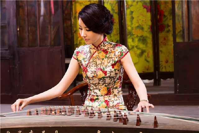 亦是诱惑,亦是拒绝——中国式美丽 ,旗袍女人!