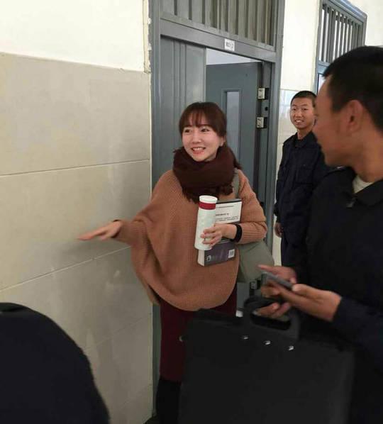 这位美女是河南警察学院2015级侦查系的英语老师,今年刚入职.