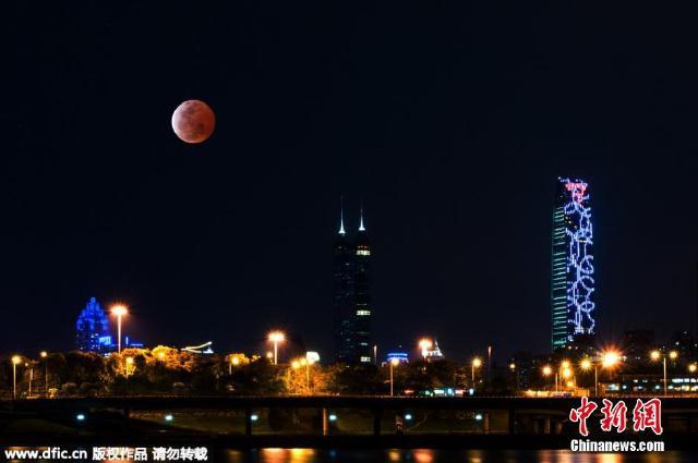 2015年4月4日,红月亮现深圳夜空