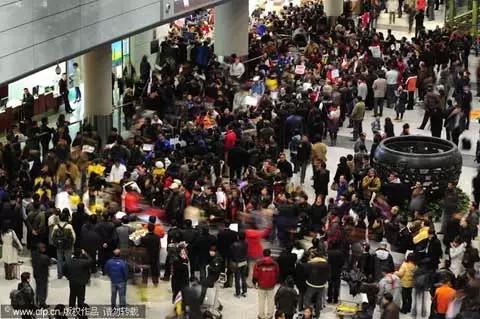 涨姿势 深圳机场航班延误乘客打砸 来看看正确的解决办法
